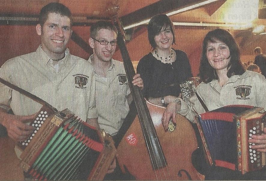 Philipp Gut und Tanja Scheuber (Mitte) ersetzen Thomas Scheuber und Ursi Lussi im Vorstand