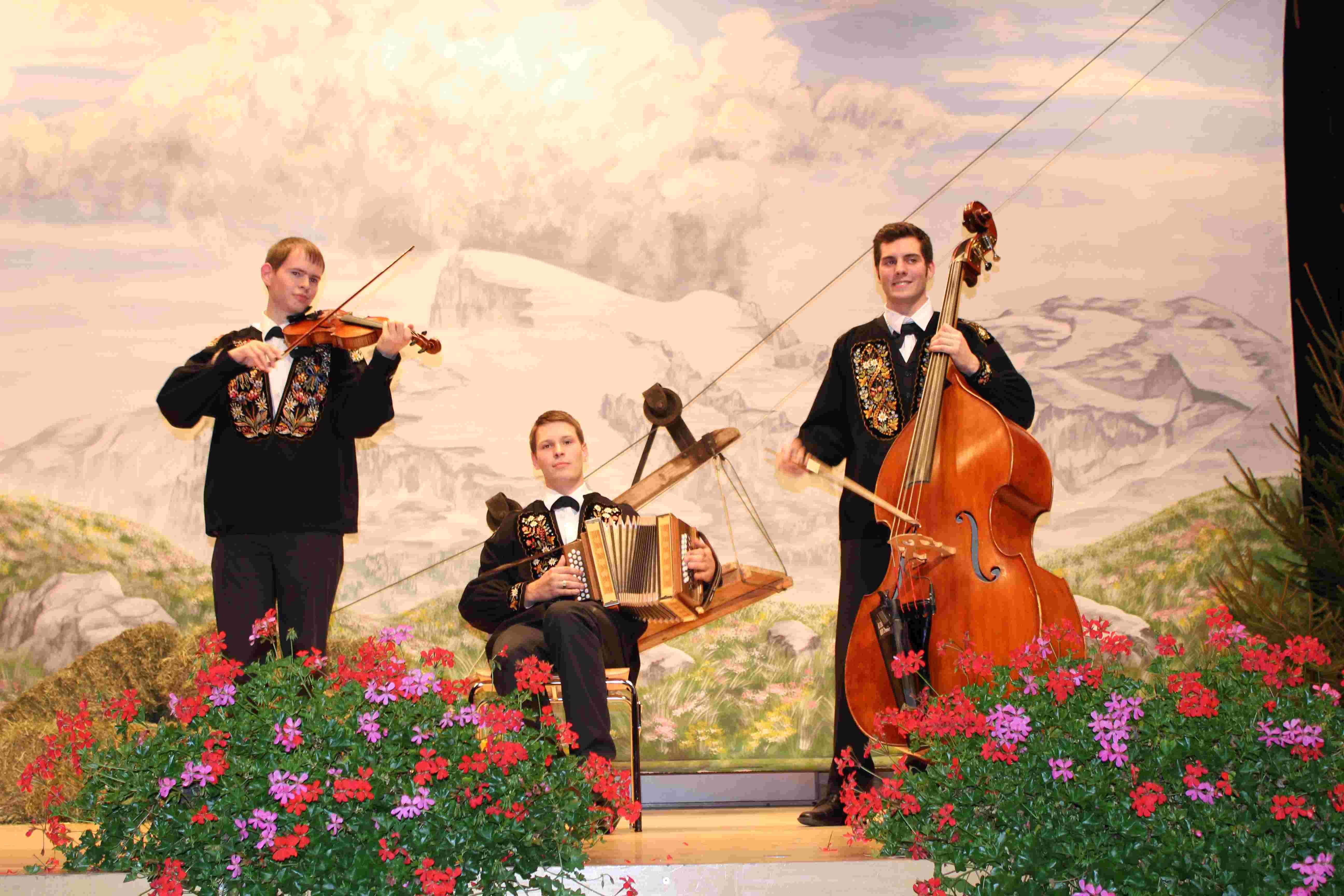 Gastmusiker Bruno mit Ueli und André